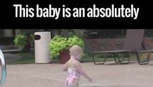 This Baby Is An Absolutely Incredible Swimmer  ఇదేం స్విమ్మింగ్ బాబోయ్