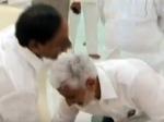 షాకింగ్ ..  తెలంగాణా సీఎం కేసీఆర్ కాళ్ళు మొక్కిన ఎంపీ విజయసాయి రెడ్డి