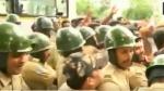 బాహాబాహికి దిగిన కాంగ్రెస్, బీజేపీ