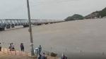 వీడియో: సేదతీరుతున్న బ్లేజ్ వాడ: ప్రకాశం బ్యారేజీకి పోటెత్తిన జనం!