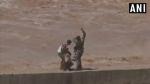 హ్యాట్సాప్ ఇండియన్ ఎయిర్ఫోర్స్ : నదిలో చిక్కుకున్న కార్మికులను కాపాడిన సైనికులు వీడియో