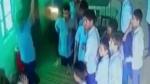 పాఠశాలలో దారుణం: మహిళా టీచర్పై కుర్చీలతో విద్యార్థుల దాడివీడియో