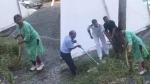 వీడియో వైరల్: మగాళ్లకు సవాల్.. బతికున్న కొండ చిలువను పట్టుకున్న మహిళ
