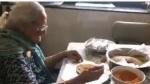 99 ఏళ్ల ముంబై బామ్మకు సెల్యూట్: నెటిజన్లు ఫిదా.. హృదయాన్ని కదలించిందని అంటూ...వీడియో