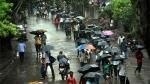 ముంబైలో వర్ష బీభత్సం: 107 కిలోమీటర్ల వేగంతో గాలులు, సిటీ జలమయం, అలర్ట్