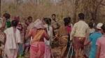 తెలంగాణాలో పోడు పోరు .. అటవీ అధికారులను చెట్టుకు కట్టేసి కొట్టిన గిరిజనులు