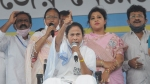 ఈసీ వర్సెస్ దీదీ: ఎన్నికల ప్రచారం నిషేధంపై మమతా బెనర్జీ ధర్నా, బ్లాక్ డే అంటూ టీఎంసీ ఫైర్