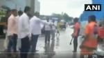 Video : మురుగునీటిలో కూర్చోబెట్టి-కాంట్రాక్టరుపై చెత్త వేయించిన ఎమ్మెల్యే