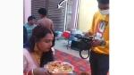 Viral video: నోరూరించే భోజనం-నోట్లో ముద్ద పెట్టుకునేలోపే-వీడియోగ్రాఫర్ ఎంత పనిచేశాడు