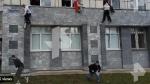 Russia University: విద్యార్థులపై బుల్లెట్ల వర్షం: కిటికీ నుంచి దూకి..పరుగులు తీసిన స్టూడెంట్స్