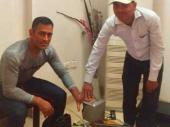 అసలేం జరిగింది?: కోపంతో కేంద్ర మంత్రిని ప్రశ్నించిన ధోని భార