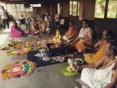 జాంటీ ఏంటిది: పాపని గాల్లోకి ఎగరేసి ఫీల్డింగ్ (వీడియో)