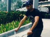 ప్రధాని మోడీ స్ఫూర్తి: ఆంటిగ్వా వీధుల్లో సైకిల్ తొక్కిన జడే