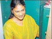 తెలంగాణ కోసమే... కానీ: షర్మిల ఉద్వేగం, చిరుపై ఫైర్