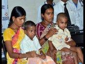 చిన్నారుల డిశ్చార్జ్: కుటుంబసభ్యుల ఆనందం(పిక్చర్స్)