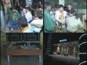 అశ్లీలం..: ప్లే బాయ్ వద్ద హల్చల్, బద్దలైంది (పిక్చర్స్)