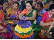 బంగారు తెలంగాణకు టైం పడుతుంది: బతుకమ్మ వేడుకల్లో కవిత