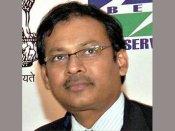 షాక్: ఐఎఎస్ అధికారి ఇంట్లో బూతు వీడియోలు