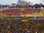 వర్షంలో 9,292 మంది బతుకమ్మ ఆట: గిన్నిస్కెక్కింది (పిక్చర్స్)