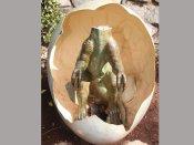 ఛీ.. డైనోసార్ శిల్పంతో సెక్స్ చేసిన మహిళ
