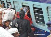 పల్లె బాట పట్టిన హైదరాాబాద్ (ఫొటోలు)
