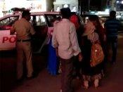 స్పా పేరిట వ్యభిచారం: విటులు, యువతుల అరెస్ట్