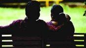 రాసలీలల దెబ్బతో భర్తను రూ. 5 లక్షలకు అమ్మేసిన భార్య, కొనుక్కున్న ప్రియురాలు !