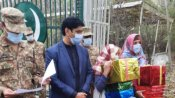 భజరంగి భాయిజాన్: అక్రమంగా భారత్లో: గిఫ్ట్ బాక్సులతో స్వదేశానికి: పాక్ సిస్టర్స్ వీడియో ఇదీ
