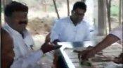 పాఠశాలలోనే టీచర్లతో కలిసి మద్యం సేవించిన ఎంఈవో, చిందులు: వీడియో వైరల్