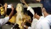 భీమవరంలో ఉద్రిక్తత: అంబేద్కర్ విగ్రహానికి చెప్పులదండ: పాలాభిషేకం చేసిన వైసీపీ ఎమ్మెల్యే