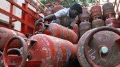 ఎల్పీజీ సిలిండర్ ధర తగ్గింది: ఏప్రిల్ 1 నుంచి రూ. 10 తక్కువకే