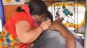 హృదయ విదారకం: కరోనా సోకిన భర్తకు నోటి ద్వారా శ్వాస అందించిన భార్య, అయినా విషాదమే