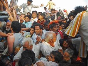 హరిద్వార్ తొక్కిసలాటలో 16 మంది భక్తుల మృతి