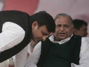 Mulayam pulls up son Akhilesh Yadav's government for non performance
