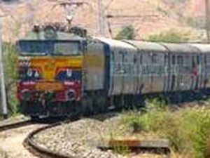 Girl pushed off train by jilted lover, dies