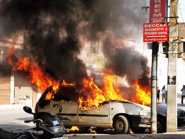 Violence breaks out in old Hyderabad again