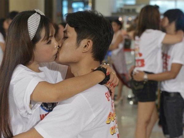Thai kissthon aims for new world record