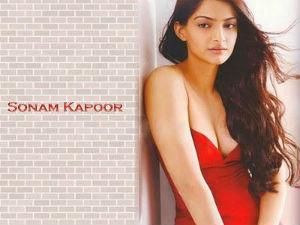 Sonaam Kappor Revealing Her Bra Size