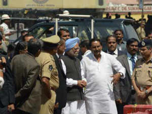 Manmohan meets victims, says he's here to share pain