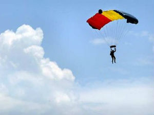 Skydiver survives 8,000ft fall after parachutes fail