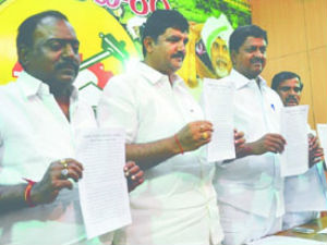 TDP blames YSR for power crisis