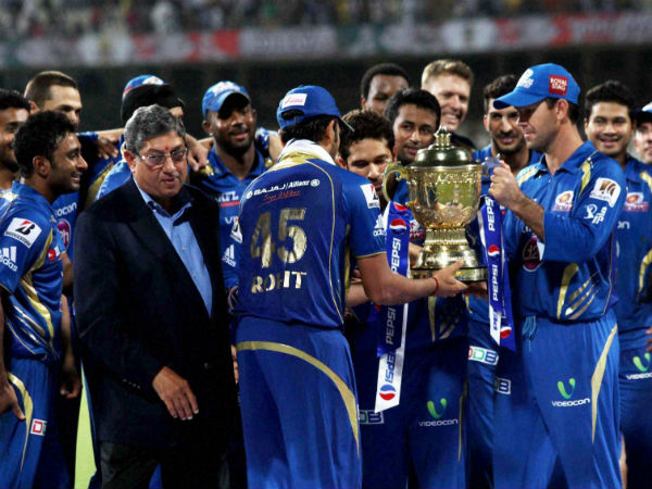 Srinivasan booed by capacity Eden Gardens crowd