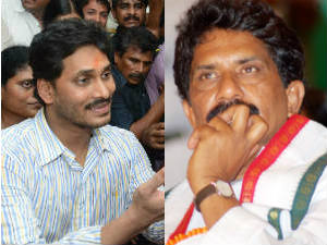 Sabbam Hari is not YSRCP leader: Shobha