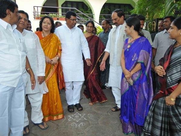 Telangana Ministers Meets At Jana Reddy S House