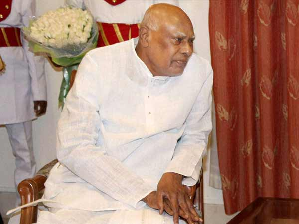 TN governor Rosaiah in a bid to resign