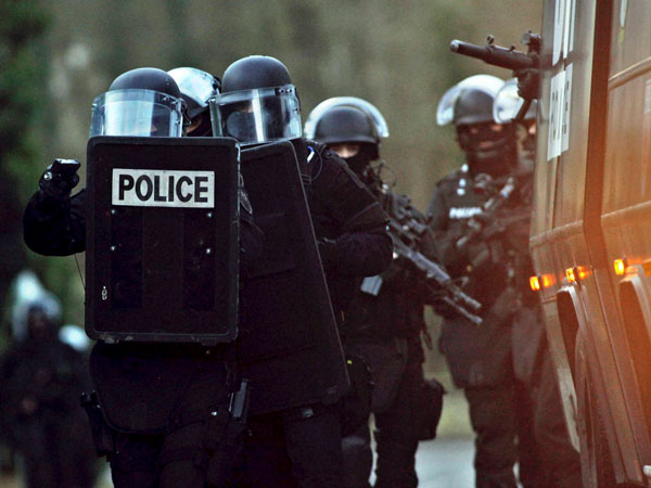Police surround building where Charlie Hebdo attackers are holding one hostage, attackers want to die as martyrs