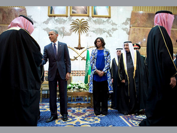 Michelle Obama forgoes a headscarf and sparks a backlash in Saudi Arabia