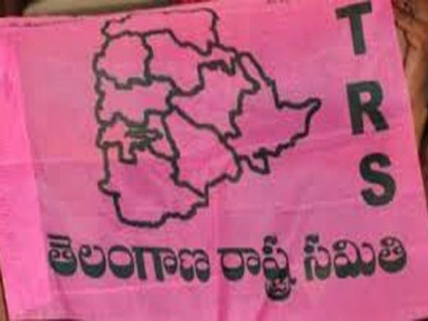 TRS activists attack on MLA Chinna Reddy