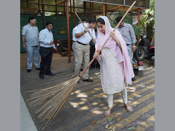 India sets world record with largest Swachch Bharat Mission poster
