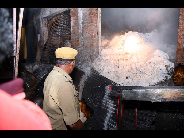 Fire accident at Rajamudry: Tourists feared